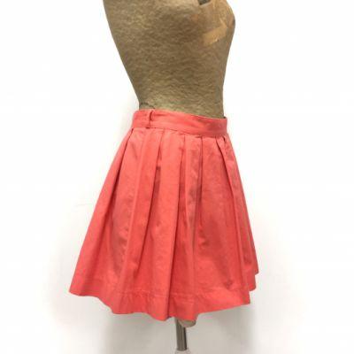 Coline Falda Negra con Estampados Coral y Rojo.